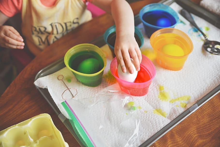 Ogulin.eu Donosimo vam popis namirnica pomoću kojih ćete postići najljepše boje i na prirodan način obojati jaja.