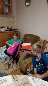 Ogulin.eu Mladež HDZ-a među sobom skupila sredstva za pomoć obitelji troje školaraca