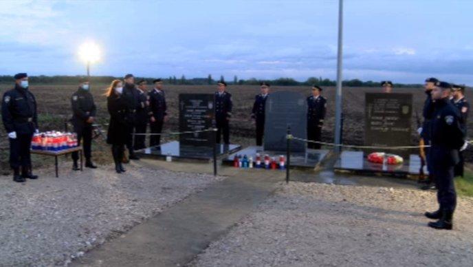 Ogulin.eu Počast za 97 policajaca ubijenih i nestalih u obrani Vukovara 1991.